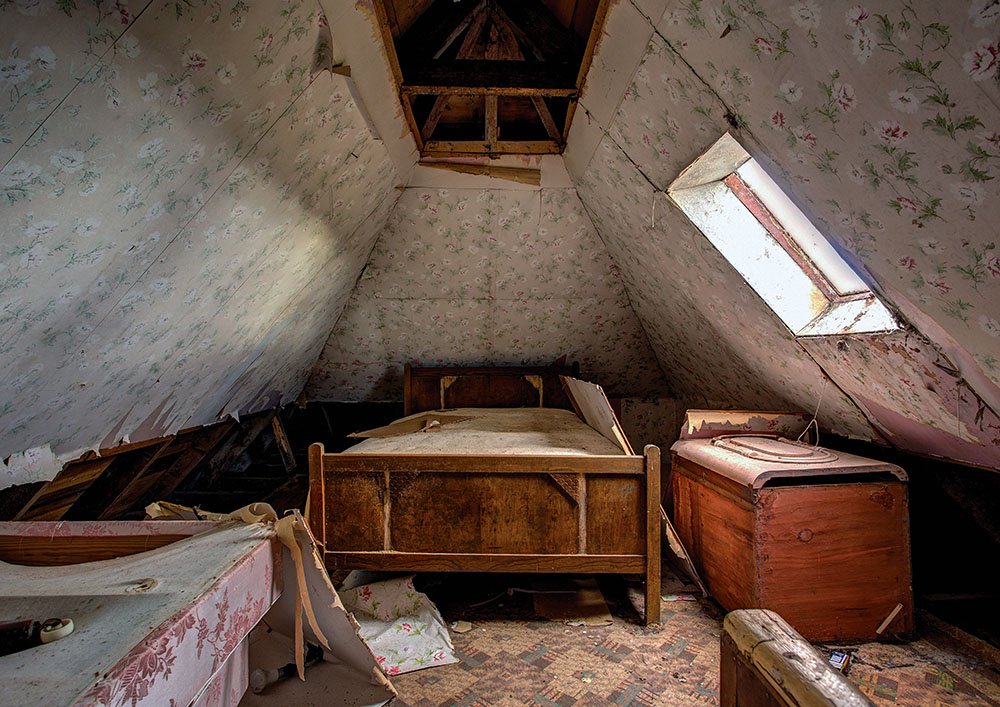 sweet dreams, bedroom, abandoned