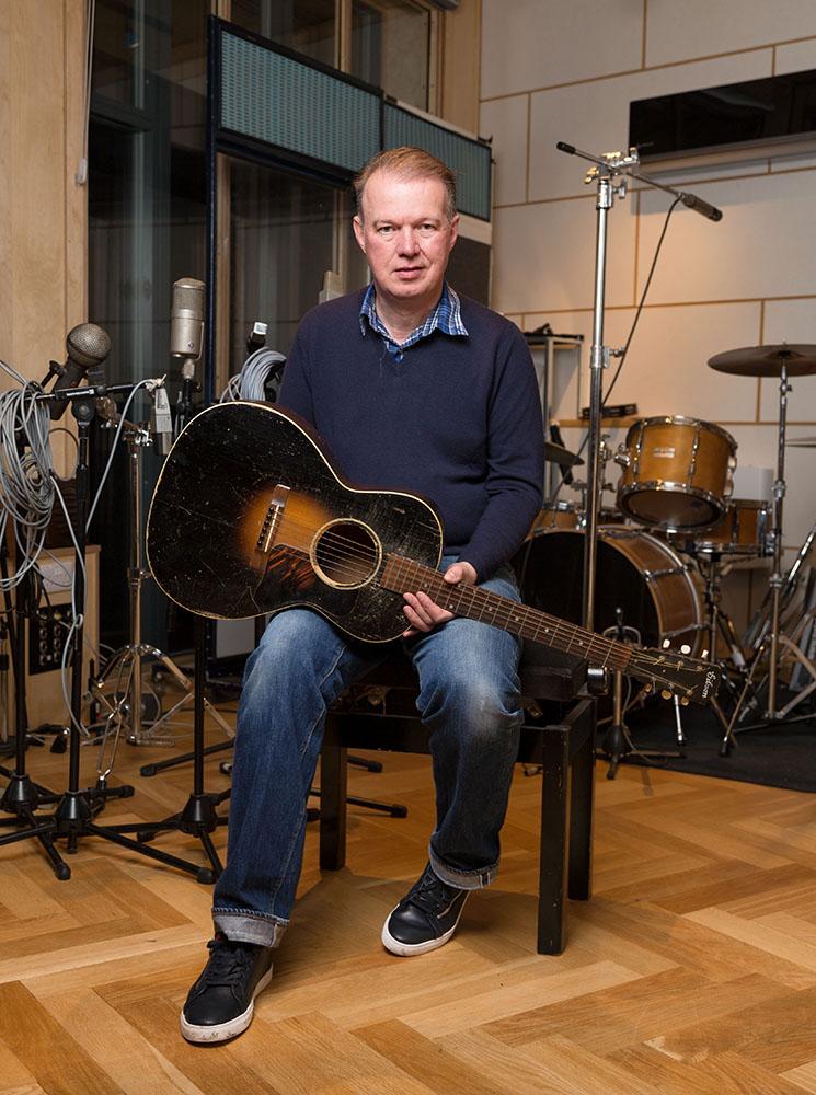 Edwyn and vintage Gibson, Clashnarrow Studios